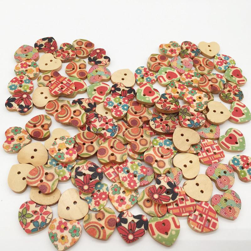 100 ADET Kalp Şekil Ahşap Düğme Karışık 2 Delik Doğal Dikiş Çocuk El Yapımı Giysi Düğmeler