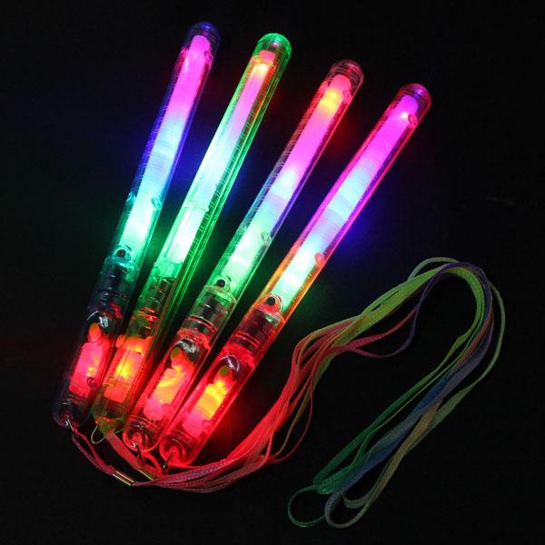 Çok Renkli 7 Modu LED Yanıp Sönen Işık Parlatıcı Wand Sticks Eğlence Malzemeleri